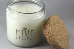 Bee mine candle with grapefruit scent.